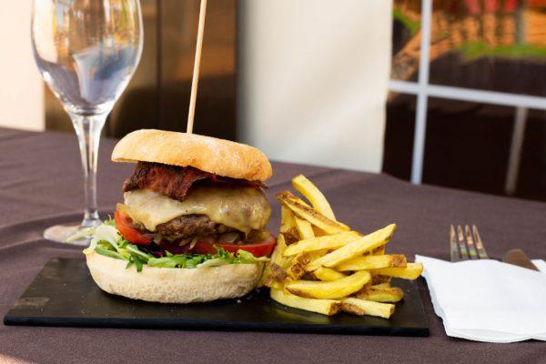 origen-hamburguesa-restaurante-carino